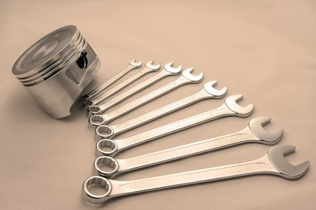 tighten: Piston and nut keys of various sizes, it is toned sepia
