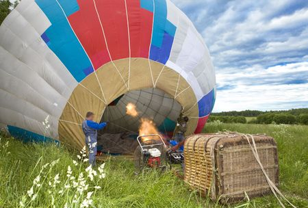 to inflate: Balloon inflate before flight