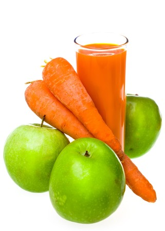 carrot juice: Apples, carrots and juice in a glass