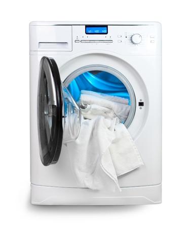 lavander�a: La lavadora con la puerta abierta y la ropa