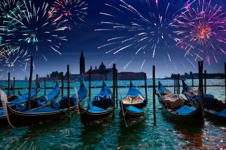 Festive fireworks over the Canal Grande in Venice Imagens