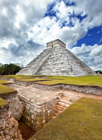 kukulkan: Kukulkan Pyramid in Chichen Itza on the Yucatan, Mexico           ����������