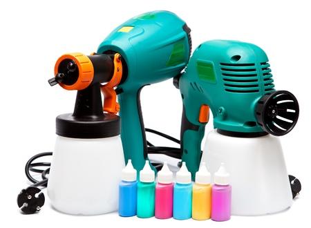 airbrushing: construcci�n de dos pistola el�ctrica diferente para pulverizaci�n de color y peque�as botellas con color Foto de archivo