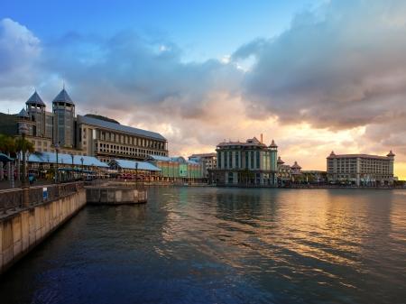 De dijk bij zonsondergang, Port-Louis-hoofdstad van Mauritius