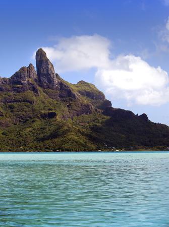 borabora: Azure lagoon of island BoraBora, Polynesia. Mountains, the sea, trees
