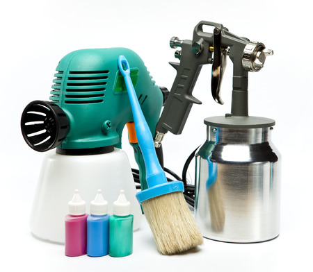 airbrushing: electrical and mechanical, manual spray gun for pulverization of color