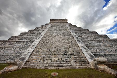 Kukulkan Pyramid in Chichen Itza on the Yucatan, Mexico Stock Photo