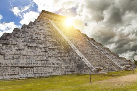 itza: Kukulkan Pyramid in Chichen Itza on the Yucatan, Mexico Stock Photo
