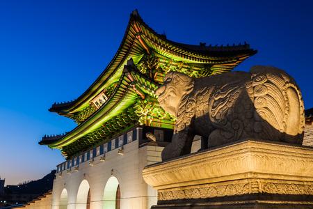 gyeongbokgung: Gyeongbokgung Palace night Editorial