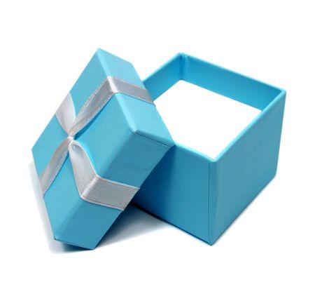 abrir el cuadro de color azul para regalos aislados sobre fondo blanco  Foto de archivo