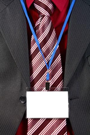 tarjeta vac�a Insignia de ID en traje de hombre  Foto de archivo