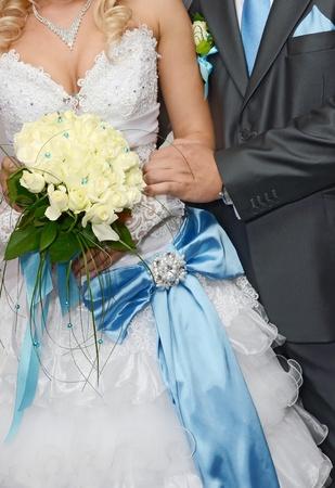 la novia es el novio y un ramo de boda Foto de archivo