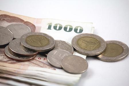 1000 Thai banknote and Thai coins for background. Zdjęcie Seryjne - 45611318