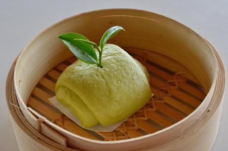 Mantou with green tea.
