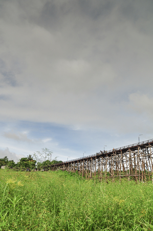 derrumbe: The old wooden bridge Bridge collapse Bridge across the river and Wood bridge (Mon bridge)at sangklaburi, kanchanaburi, Province Asia thailand Foto de archivo