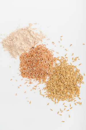 arroz: Tres variedad de arroz: arroz salvaje, arroz rojo y arroz blanco. DOF bajo