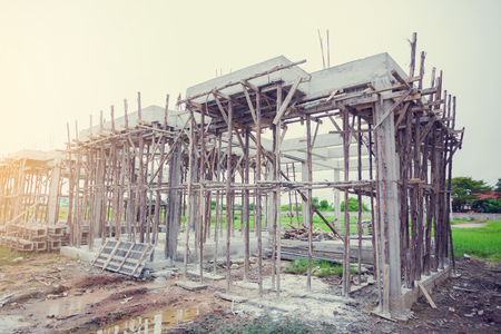 Reinforced concrete for new home construction. build with steel truss, post and beam framework. Imagens