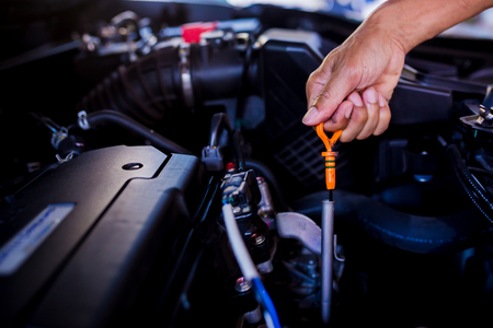 Check the oil level in car engine. Mechanic checking car engine or vehicle. Check and maintenance car with yourself. Service and maintenance vehicle. 免版税图像 - 113595587