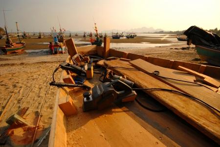 construction navale: La construction navale au soir beach.One au Sam Roi Yot beach.Khao Sam Roi Yot National Park.Prachuap Khiri Khan Province.Thailand. Editeur