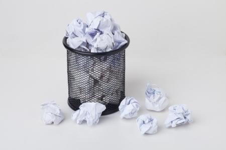 wastepaper basket: Overflow cestino