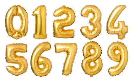 Números de oro globos aislados sobre fondo blanco.