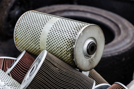 Pile of used oil filter of a car engine Banque d'images
