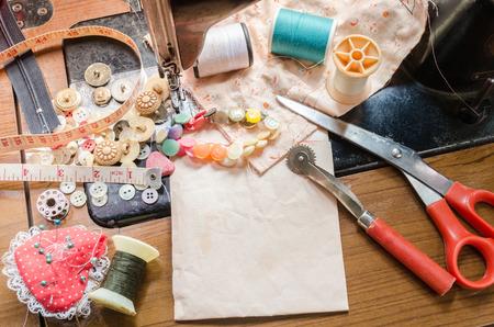 maquinas de coser: Costura. La m�quina de coser y accesorios.