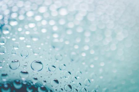 aqua background: gotas de agua sobre fondo de la aguamarina - enfoque selectivo Foto de archivo