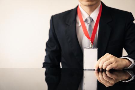 Man holding Identification white blank plastic id card. Foto de archivo