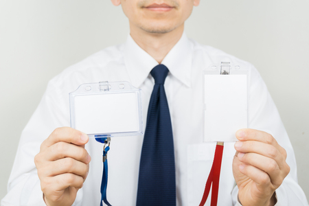 Man holding Identification white blank plastic id card. Banque d'images