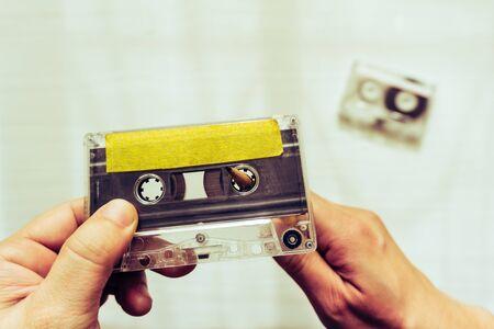 man rewind a cassette tape - vintage style Banque d'images