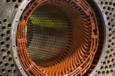 大きな電気モーターのステータ