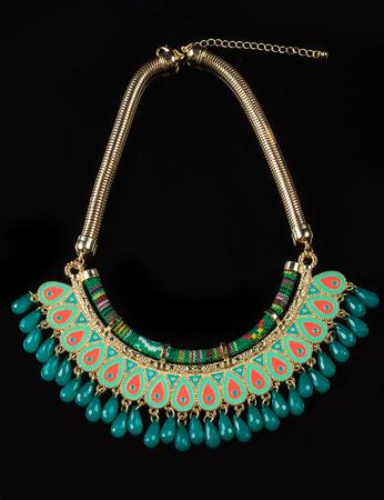 gold necklace: color plastic  necklace