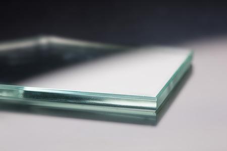 Stekloroving vlákno pro pultrision proces. Okenní profil laminát výroby. Ploché sklo, opracované hrana