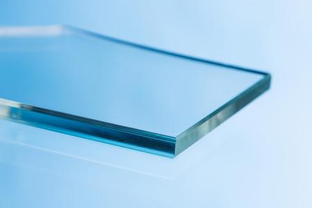 profil: Włókno szklane wędrujące dla procesu pultrision. Profil produkcji okien z włókna szklanego. Szkło obrobiona krawędź