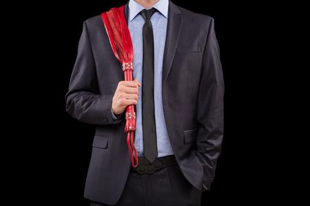 sexo: un hombre en un traje de negocios con las manos encadenadas. manillas para los juegos del sexo