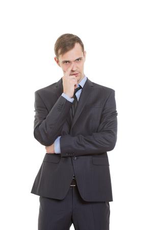 nariz: gestos desconfían de mentiras. lenguaje corporal. un hombre en un traje de negocios aislados sobre fondo blanco