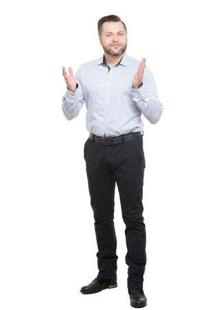 comunicacion no verbal: adulto de sexo masculino con barba. aislado en fondo blanco