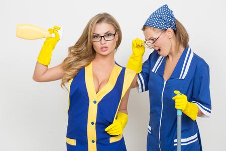 busty: dos profesionales de la limpieza. chica sexy y feo.