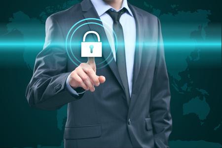 비즈니스, 기술 및 인터넷 개념 - 가상 화면에서 사업가 눌러 버튼