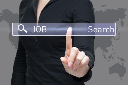 biznes, technologia, internet concept - businesswoman naciskając przycisk na poszukiwanie pracy wirtualnych ekranów Zdjęcie Seryjne