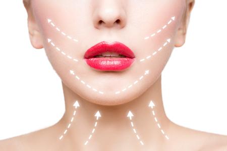 Portrait der jungen, schöne und gesunde Frau mit Pfeilen auf ihrem Gesicht. Spa, plastische Chirurgie, Gesichtslifting und Make-up-Konzept Standard-Bild - 52812868
