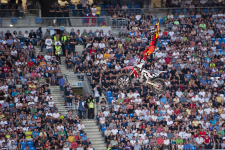 POZNAN, POLAND - AUGUST 6: A professional rider at the FMX Freestyle Motocross competition at Red Bull X-Fighters, 2011. 新聞圖片