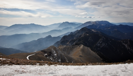 profiled: Mountain views from Niu d Àliga  2531 m , between clouds and snow