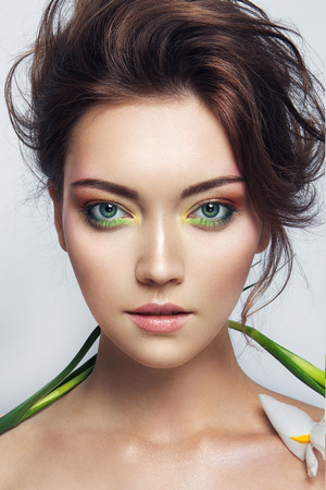 Close-up studio portrait of beautiful woman with bright make-up Foto de archivo