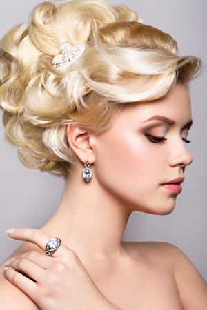 nude bride: Portrait of beautiful bride. Wedding hairstyle. Bright make up. Stock Photo