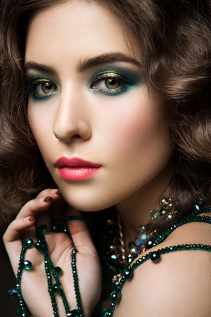 Close-up portrait of beautiful woman with bright make-up and pink lips Foto de archivo