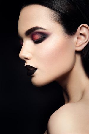 Beauty Fashion Model Girl with Black Make up. Dark Lipstick. Smoky eyes. 스톡 콘텐츠