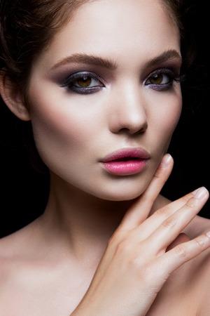 Close-up portrait of beautiful woman with bright make-up. Pink lips. 版權商用圖片