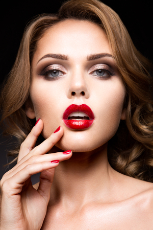 eye red: Close-up portrait of beautiful woman with bright make-up and red lips